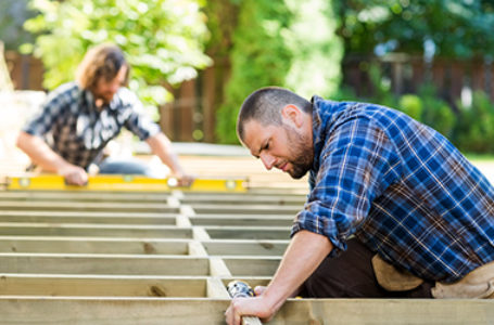 HOW TO CHOOSE A DECKING CONTRACTOR