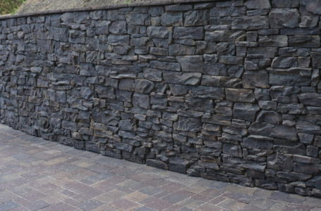 TIPS ON HIRING A RETAINING WALL CONTRACTOR